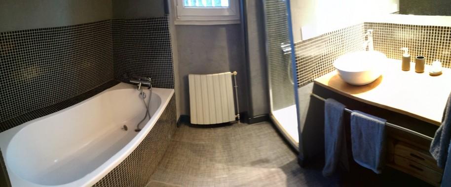 Salle de bain n°2 à l'étage avec WC
